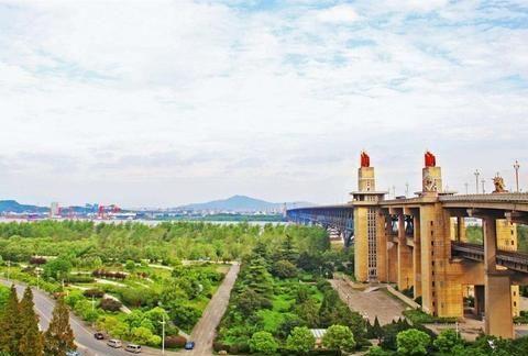 杭州和南京这两座城市,你更愿意在哪里生活,听听大家怎么说