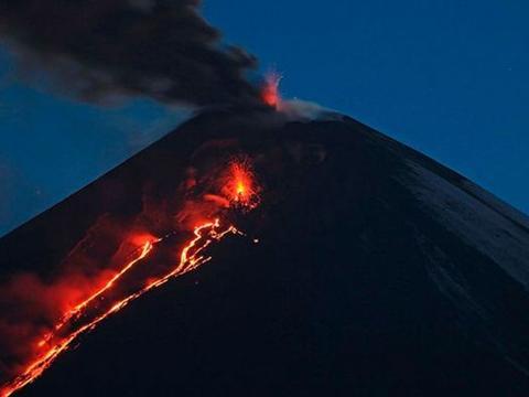 2020年不平凡?欧亚大陆最高活火山又喷了,让人忌惮不已!