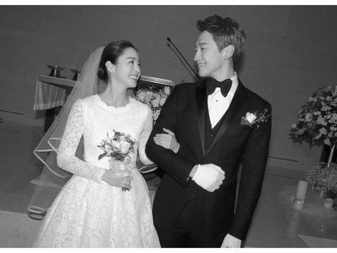 他们是最令人羡慕的韩国夫妻,9年恋爱三年抱俩,结婚只花了1万元