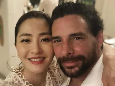 老公当街热吻外籍女,香港第一名模发文疑原谅,被网友祝福
