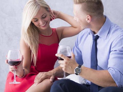 中年女人往往会喜欢4类男人,即使花钱也会去倒追不妨了解一下