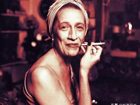 """79岁""""西太后"""",曾经被封为""""朋克教母"""",是时尚女魔头鼻祖之一"""