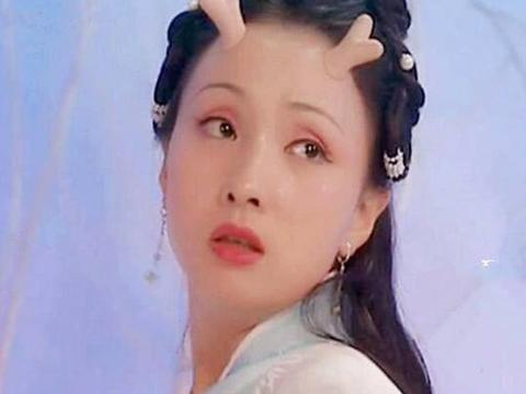 同样是45岁左右,陶虹李若彤在自然老去,而她看着年轻了20岁