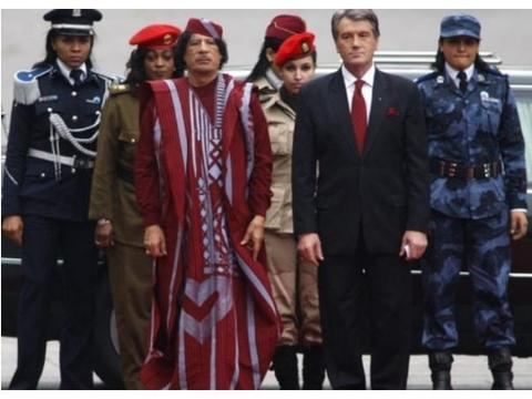 昼夜陪伴在卡扎菲身旁的女保镖 甄选过程如同选妃 强调是革命关系