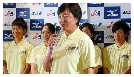 女运动员高举日本国旗参加奥运会,父亲是抗日英雄,无法原谅