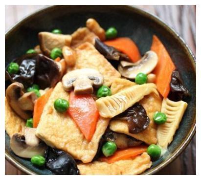 美食推荐:八珍豆腐,黄瓜炒火腿肠,泡椒鲜虾,笋干啤酒鸭的做法