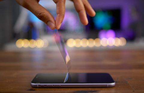 苹果工程师远程视频指导中国员工组装iPhone