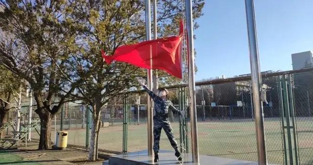 44天,他让五星红旗每日在北林准时升起