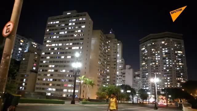 """巴西圣保罗民众家中""""敲锅""""抗议博索纳罗"""