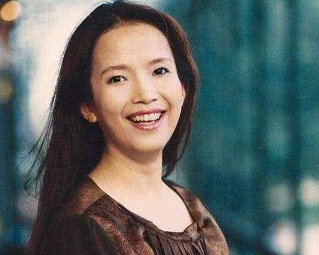 老戏骨吕丽萍60岁生日,儿子晒母子合照送祝福,张博宇太像张丰毅