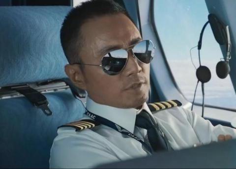 世茂驾着大飞机