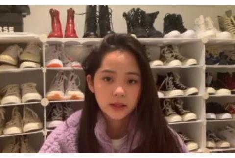 欧阳娜娜的100双匡威鞋叫炫富?看到关晓彤的鞋架,女生的梦想