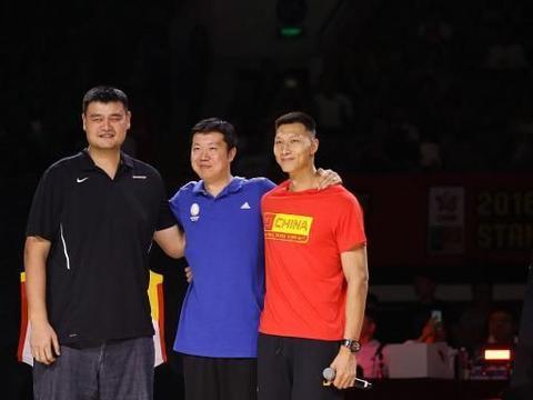 他是中国篮球登陆NBA第1人,老婆比他小13岁