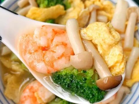 好喝不胖的减脂餐!西兰花菌菇虾仁汤