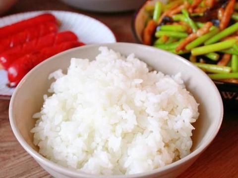 晒晒我家的午餐,没有大鱼大肉,简单又幸福,吃得开心就满足