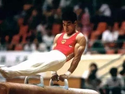 """体操王子李宁现状,身价百亿57岁头发""""谢顶"""""""