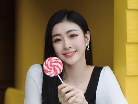 难怪觉得王承渲很眼熟,原来她还拍过饮料广告,大家都喝过!