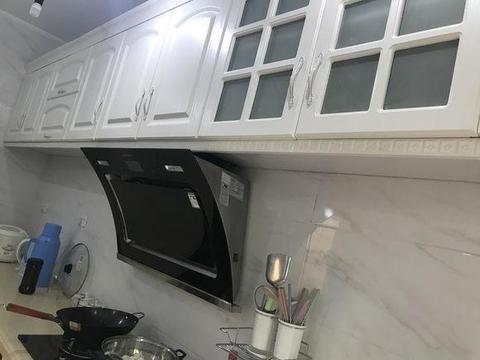 新房装修老婆硬在厨房装口锅,改不了的农村习气,朋友看了笑喷!