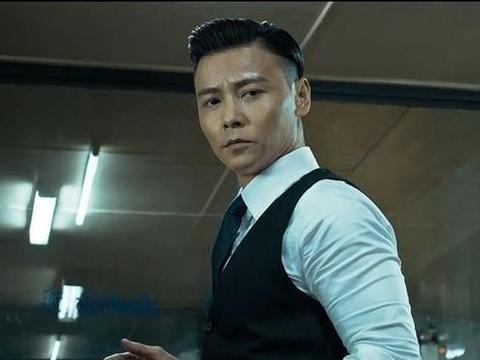 两个武术冠军,一个泰拳高手,张晋,吴京