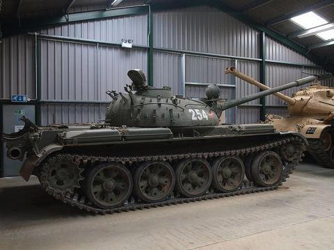 巴基斯坦人的智慧:放着中国三代坦克不买,去欧洲进口第一代坦克