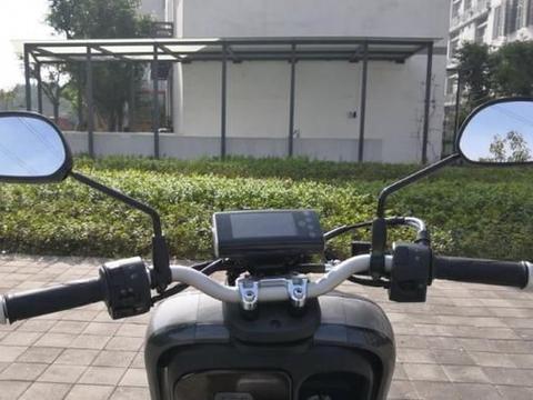 售价6980元,实测城市通勤踏板车,125动力+德尔福电喷