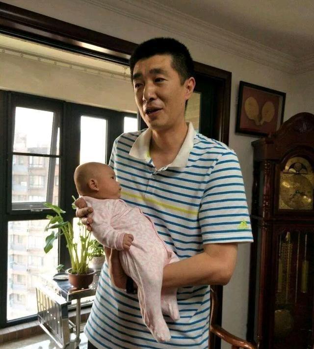 太惨了!男排国手汤淼瘫痪13年,妻子改嫁,2岁试管婴儿引发争议