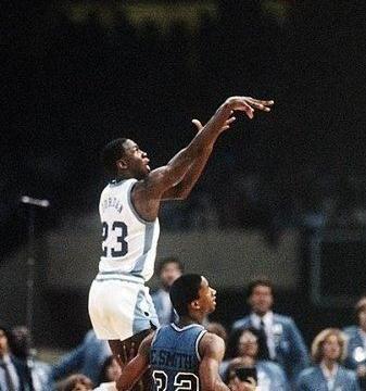 吹,就硬吹!乔丹被评为最伟大NCAA球员,事实上他进不了前5
