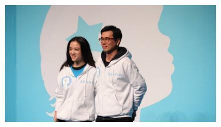 气质女神汤唯晒照,女儿长手长脚个子高,嫁韩国导演后婚姻幸福