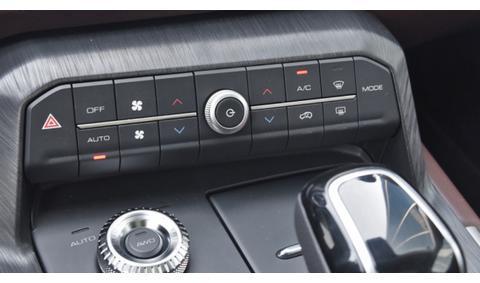 长城汽车WEY P8,2.0T动力,起售价29.28万元,油耗低至2