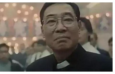 """《古惑仔》中的牧师的这一""""背景"""",难怪没人敢对他下手"""