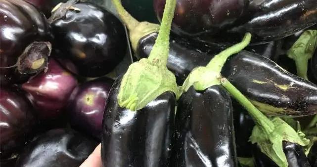 """肥胖人群吃茄子,是吃油还是""""刮油""""?营养师:2种茄子不能吃"""