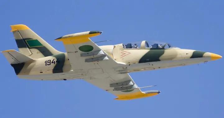哈夫塔尔不惧威胁,国民军战斗机发动空袭,炸翻北非土耳其军营