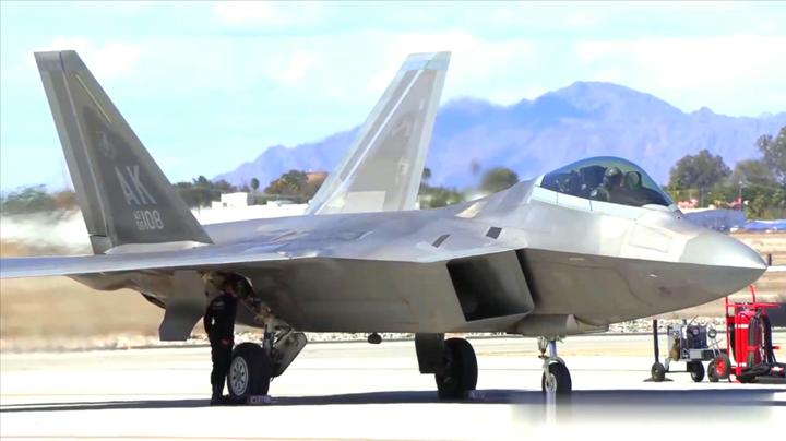 全世界只有这款战机的发动机喷口设计成矩形