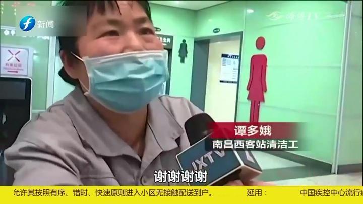 """南昌:清洁工捡到""""重量级""""手提包,内含约200万元黄金钻石"""