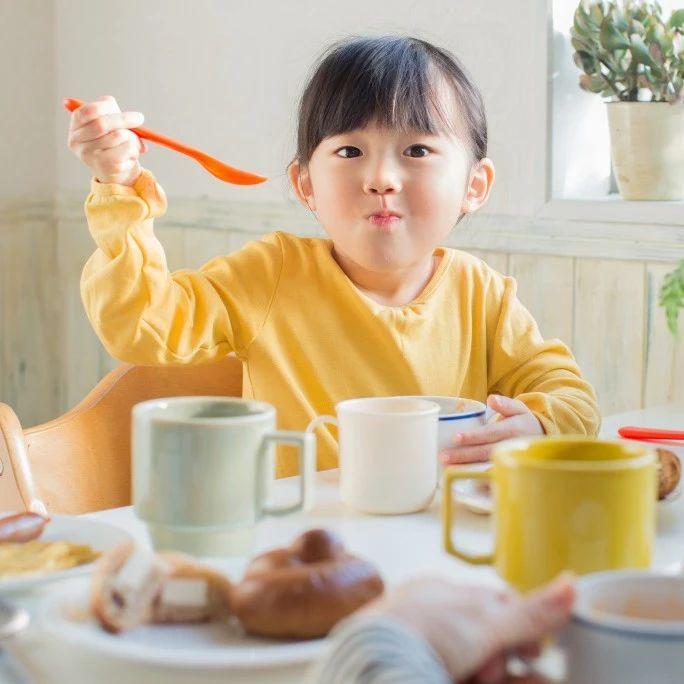 """孩子吃饭胜似""""打仗""""?好习惯养成计划送给你!"""