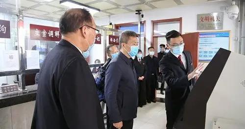 临潼区委副书记、代区长黄可到临潼法院调研