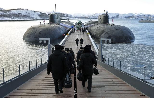 美核航母刚爆发疫情,俄军核潜艇也不幸中招,躲进海底都不安全