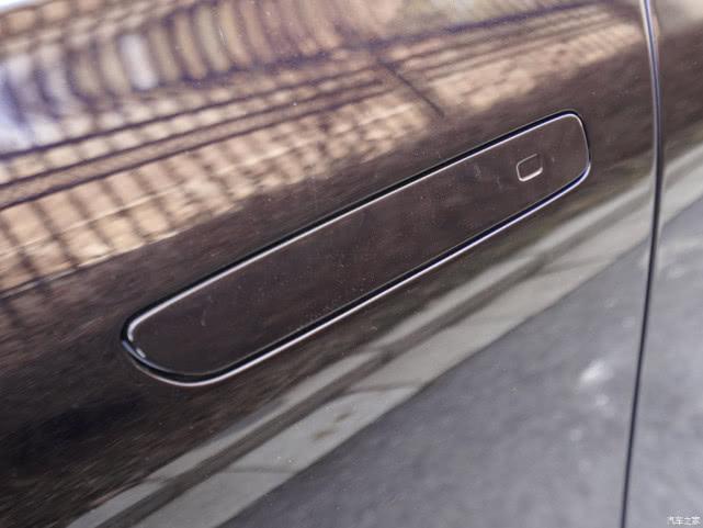 双色车身+四座布局+空气悬架,红旗H9龙胆紫实车现身