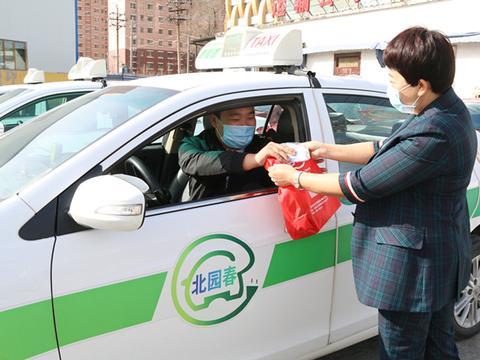 新疆新翔升汽车贸易有限公司向乌鲁木齐出租车司机捐赠防疫物资
