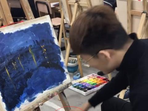 美术生画河边夜空,看他画星星工具,网友:王者级灵魂画手