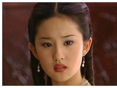 刘亦菲在国外与友人聚餐牙齿沾异物?照片放大后仙女形象不复存在