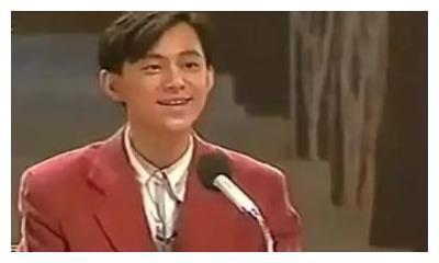 清醒的何炅:不签经纪公司,在湖南卫视兼职,独闯娱乐圈28年