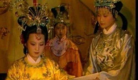 元春省亲掏空贾府家底,甄家接驾4次却富得流油,关键在于太子妃