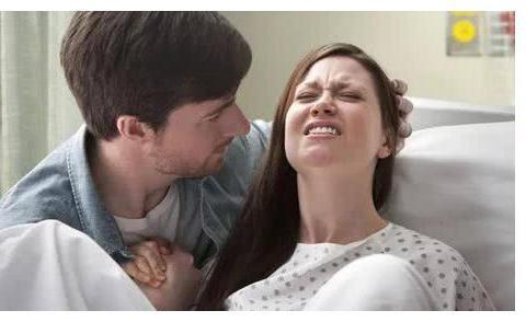 因吃奶太用力的婴儿被宝妈划伤脸,5年过去了,现在长这样