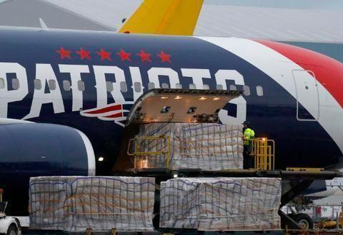 6冠王豪门免费捐纽约30万口罩,美国喷子炮轰:拒绝使用中国设备
