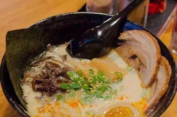 中国游客在日本吃拉面,特地嘱咐老板肉要大一点,端上来呆住了?