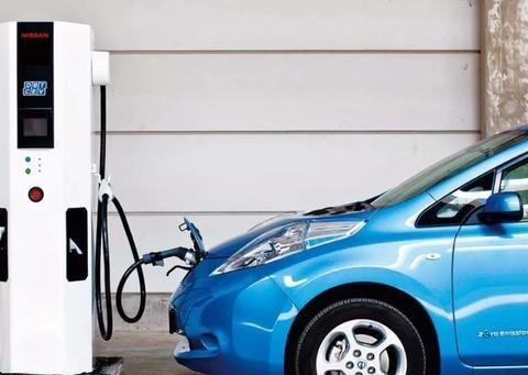 电动汽车有多害怕上高速?怕就怕续航高速跑到242km时没电
