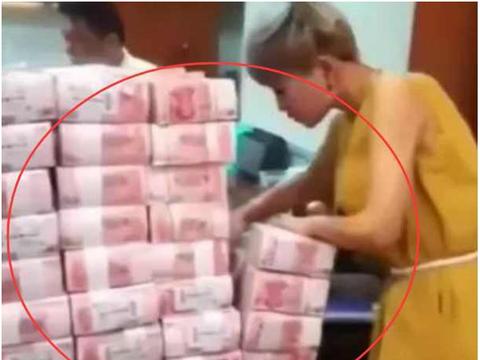 女子随便买了一注彩票,不料中了500万!可在银行取钱时尴尬了