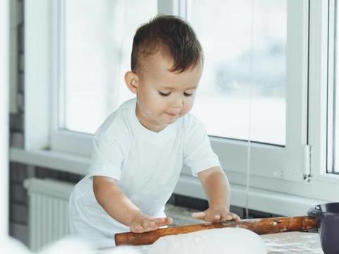 孩子在家啥也不愿意干?家长做到这几点,他会成为家务好帮手!