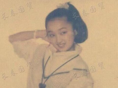 杨钰莹童年旧照曝光,清纯甜美端庄文静,从小美到大